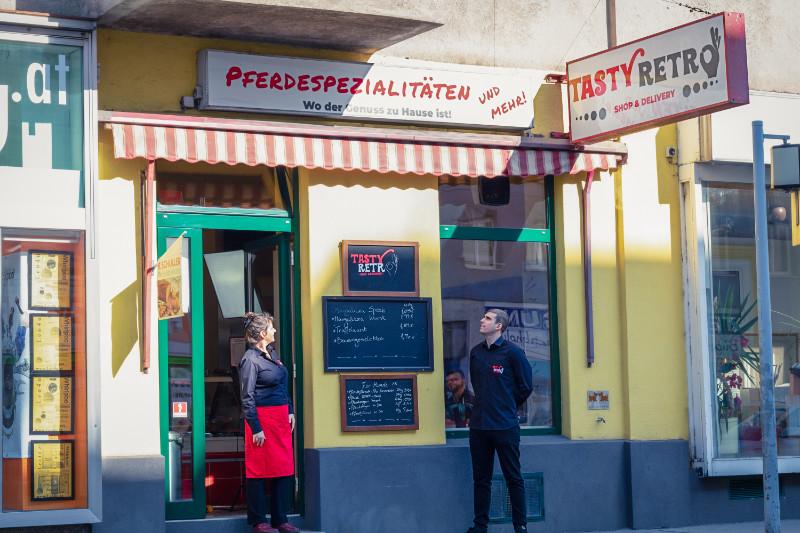 Mitarbeiter des Tasty Retro in Wien. Nehmen Sie jetzt Kontakt auf!